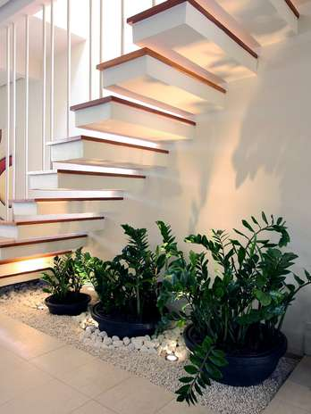 decoração embaixo escada