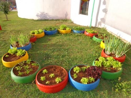 horta e jardim em pneus : horta e jardim em pneus:formato de xícara cria um vaso diferente para flores
