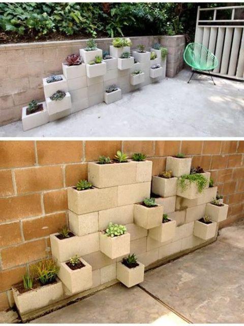 jardim ideias simples: jardim usando blocos e terra. O resultado além de econômico ainda é