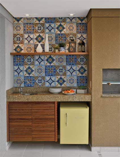 parede de azulejo colorido