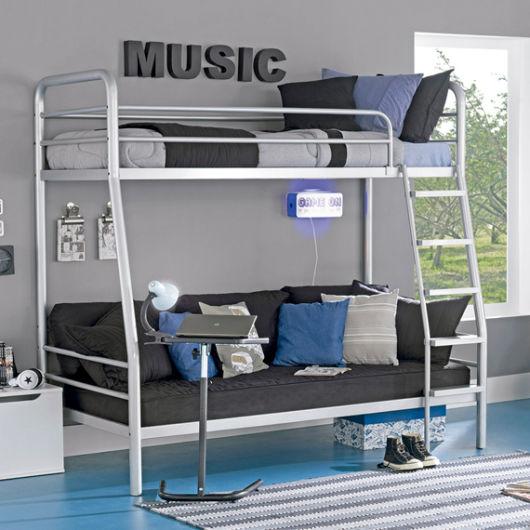 quarto masculino com cama de ferro