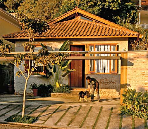 casa com telhado visível