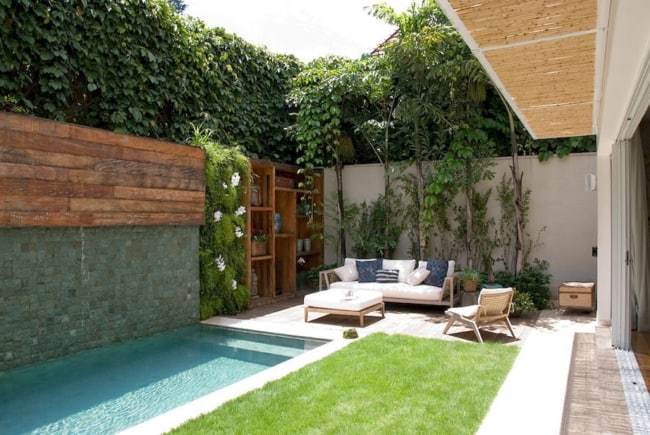 Projeto de jardim pequeno com piscina retangular