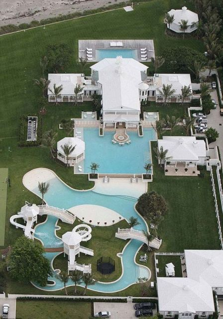 piscina grande e diferente