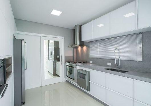 cozinha com depurador de ar