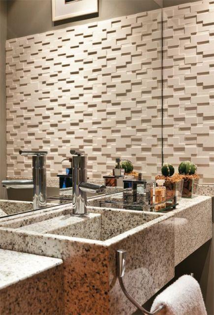 banheiro com revestimento cimentício