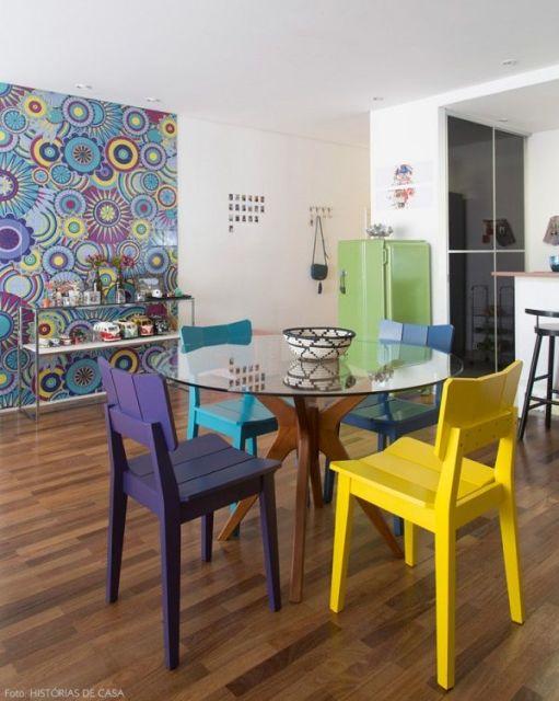 sala de jantar com piso madeira