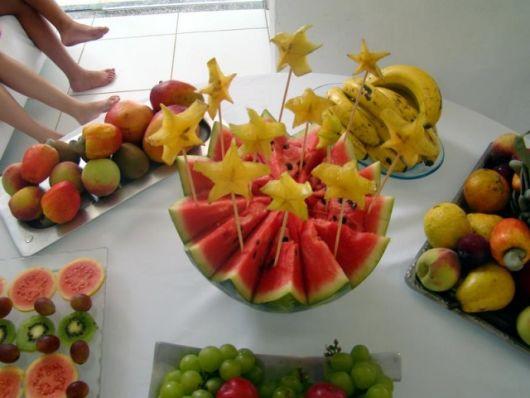 decoração com melanca e carambola
