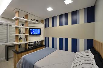 parede de listras azul
