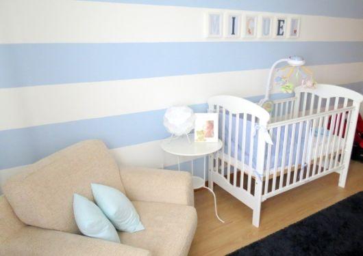 quarto de bebê com poltrona