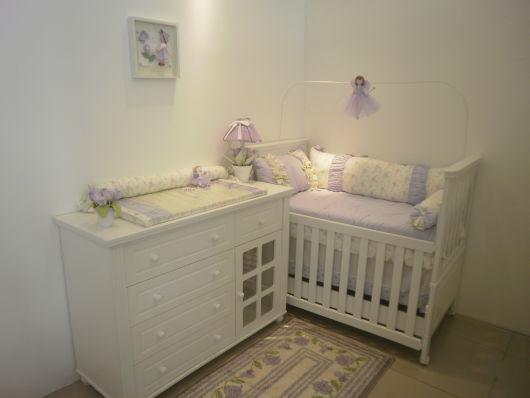 decoração branco e lilás
