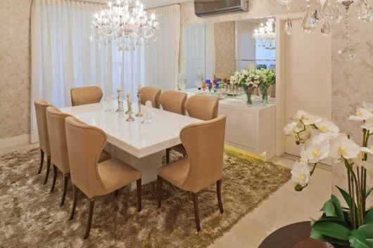 Sala De Jantar Laqueada Bege ~ as paredes foram decoradas com papel de parede de arabescos