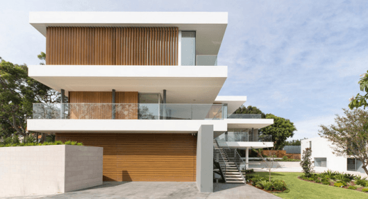 casa com vidro e madeira