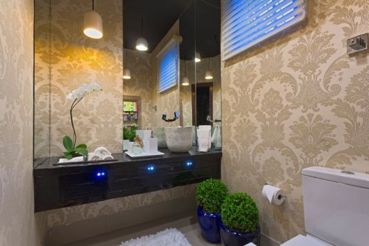 lavabo com papel de parede