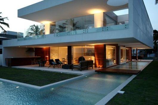Casas com varanda 50 fotos e projetos incr veis for Casa con piscina para alquilar por dia