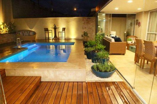 casa com terraço e piscina