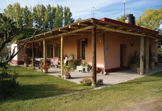 Casas com varanda 50 fotos e projetos for Fachadas de casas de campo rusticas fotos