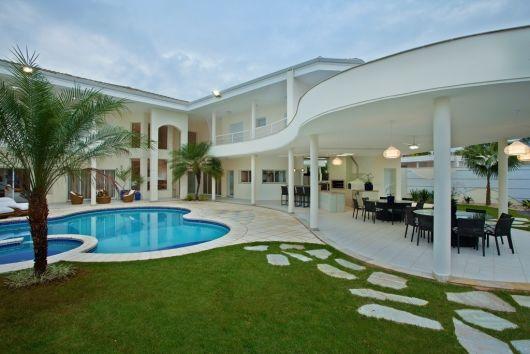 Casas com varanda 50 fotos e projetos incr veis for Fotos de piscinas hermosas