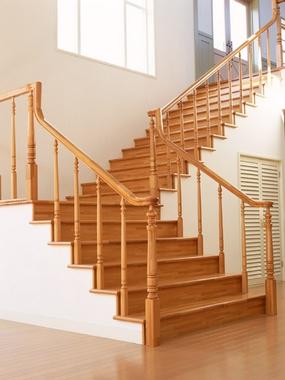 escada de madeira simples