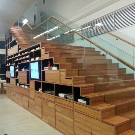 escada de madeira moderna