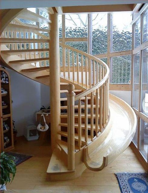 escada com tobogã