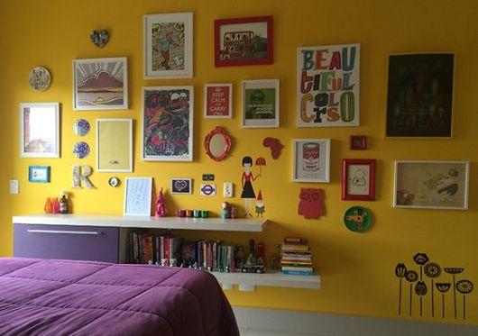 parede com quadros coloridos