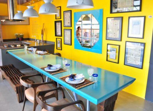 sala de jantar azul e amarela