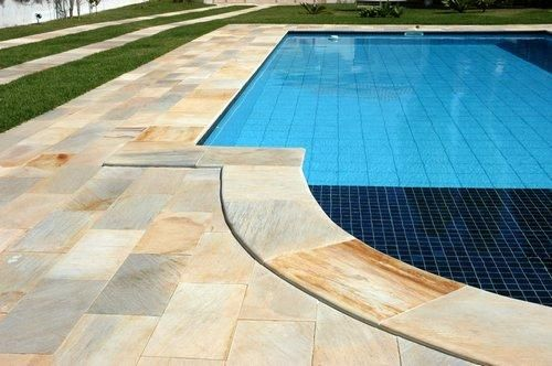 piscina com pedras