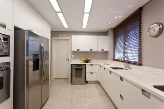 armário branco cozinha