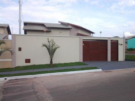 casa com telhado cinza