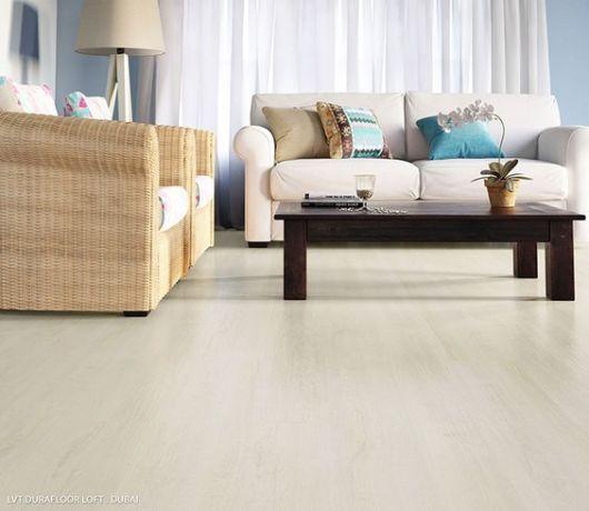 piso vinílico claro