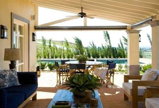 terraço com sofá