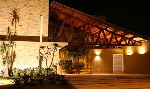 casa com varanda na frente