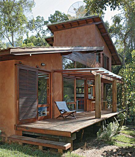 casa com deck de madeira