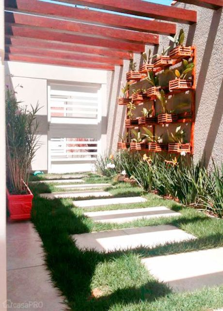 corredor externo com jardim