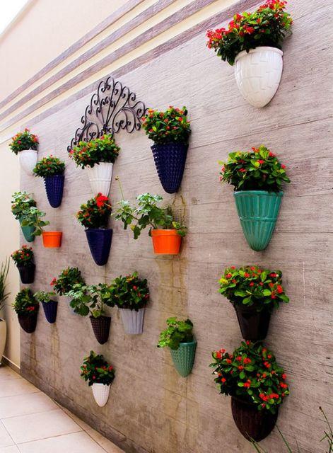 jardim vertical em muro:JARDIM VERTICAL: Tudo sobre! Veja ideias geniais!