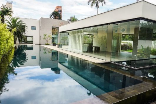 casa moderna com vidros