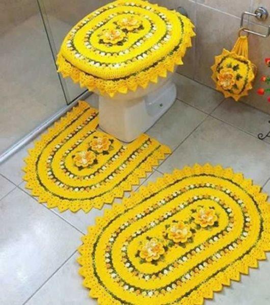 amarelo com flores de crochê
