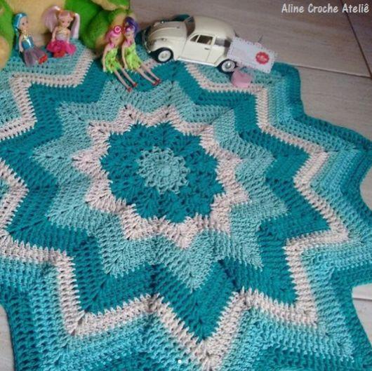 tapete de estrela com três tons de azul alternados com branco