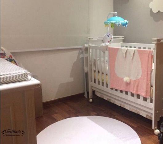 tapete branco quarto bebê