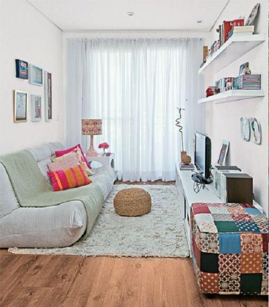 Sala com cortina e tapete