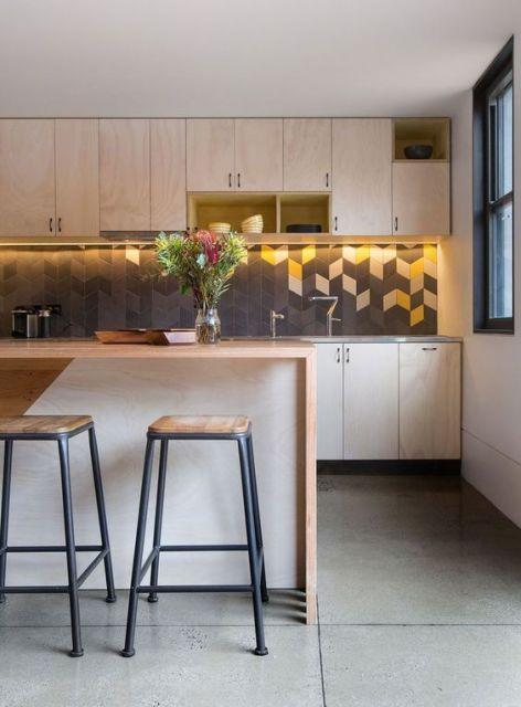cozinha planejada com armários aéreos