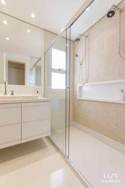 banheiro dois chuveiros