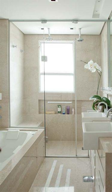 banheiro com orquídea