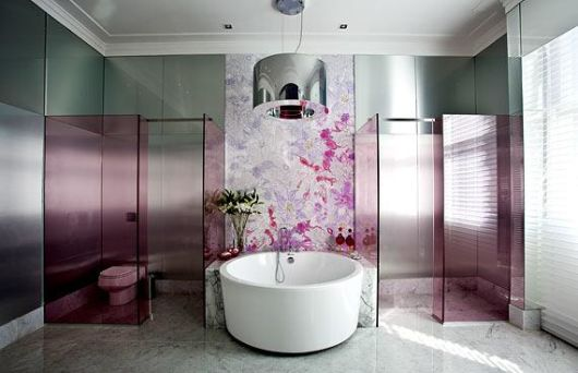 A banheira redonda é moderna