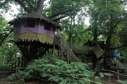 modelo com ponte de madeira