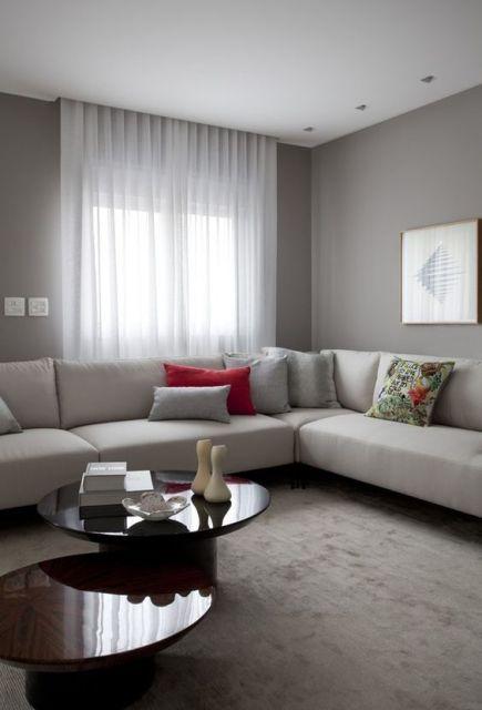 sofá com almofadas