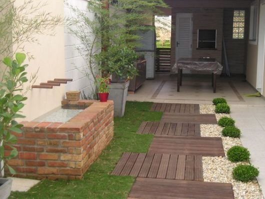 jardim simples com fonte