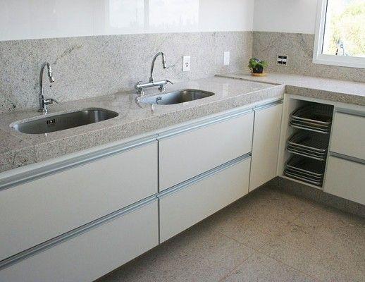 cozinha com duas cubas