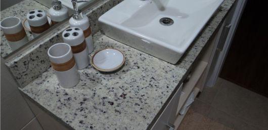 banheiro com cuba de apoio